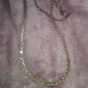 """16"""" silver detailed necklace"""